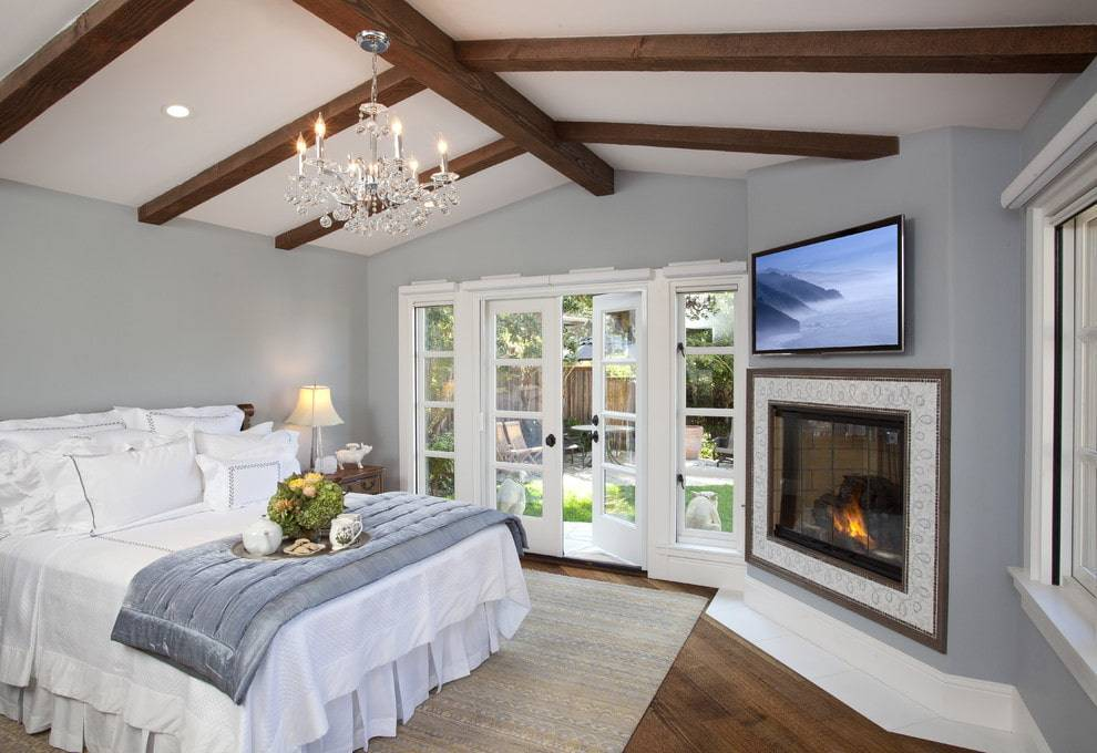 Спальня с камином, выбираем подходящее устройство и формируем интерьер
