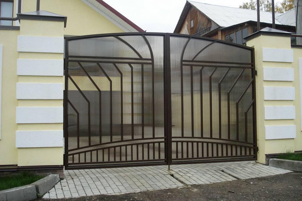 Заборы для частного дома: 30 фото красивых вариантов
