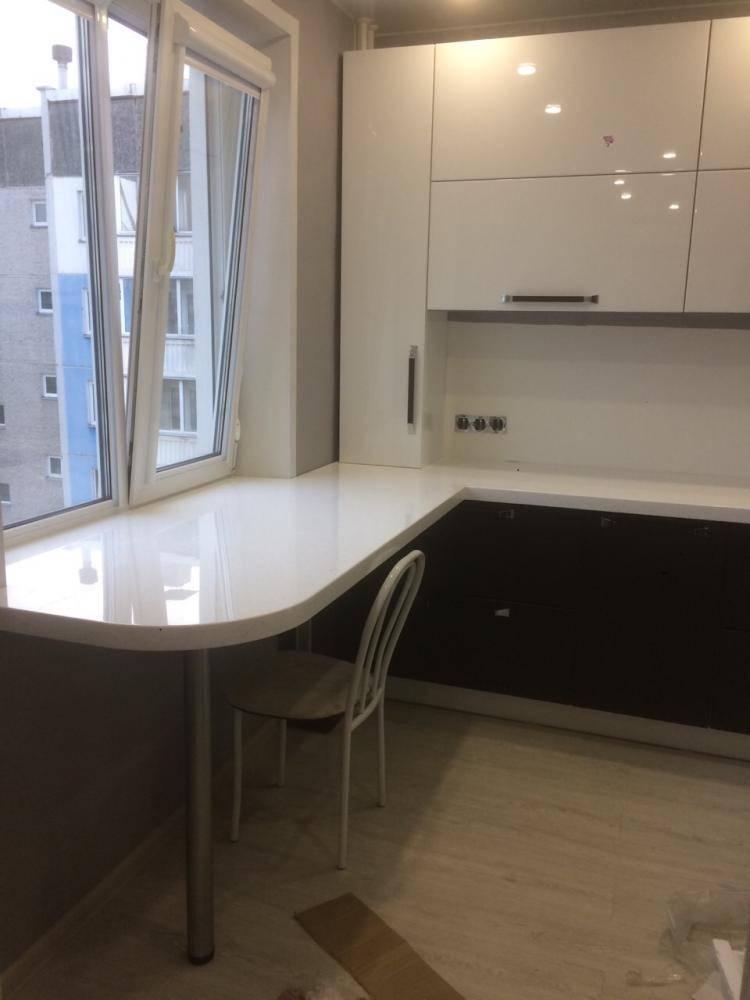 Стол-подоконник: 60+ фото в кухне, детской, спальне, гостиной, лоджии и кабинете