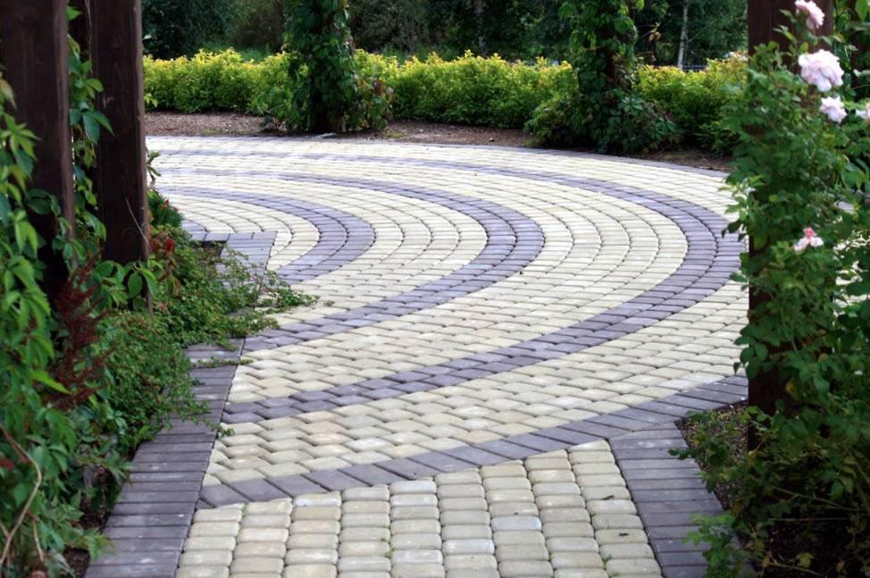 Дизайн тротуарной плитки: брусчатка двора частного дома - 29 фото