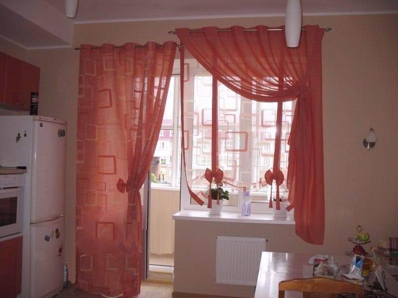 Шторы на кухню с балконной дверью: 70+ реальных фото примеров