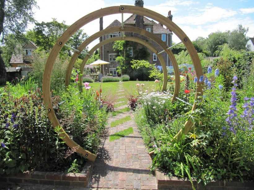 Все о деревянных садовых арках