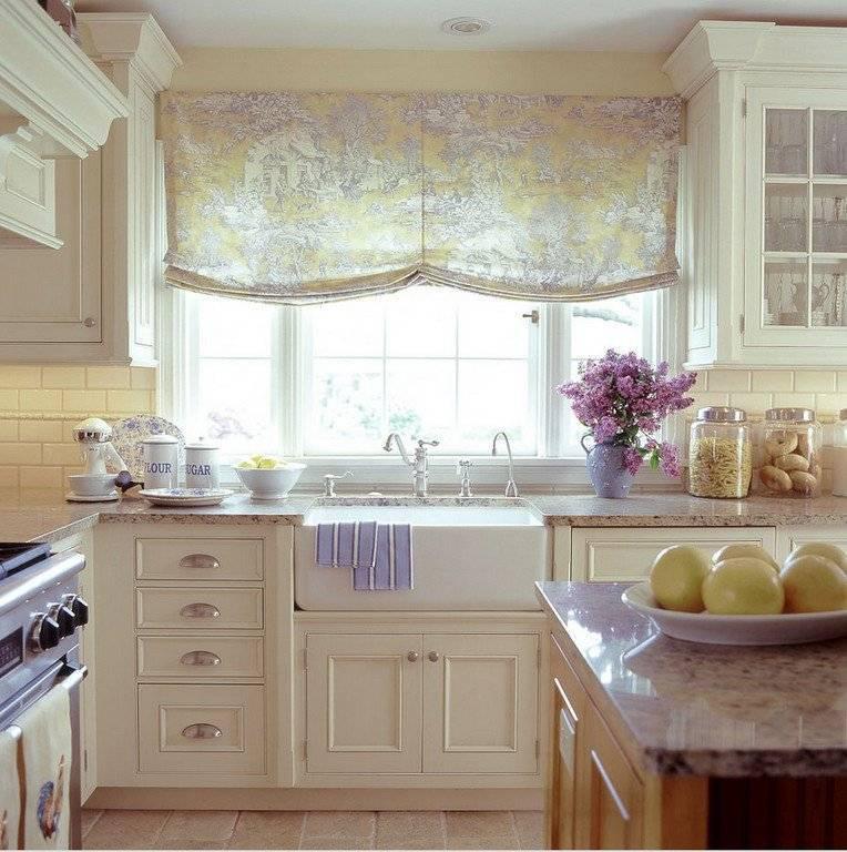 П-образные кухни с окном