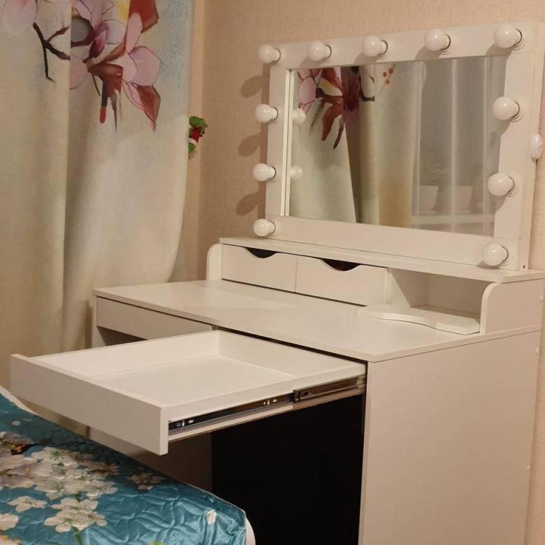 Советы по выбору зеркала с трюмо для прихожей комнат