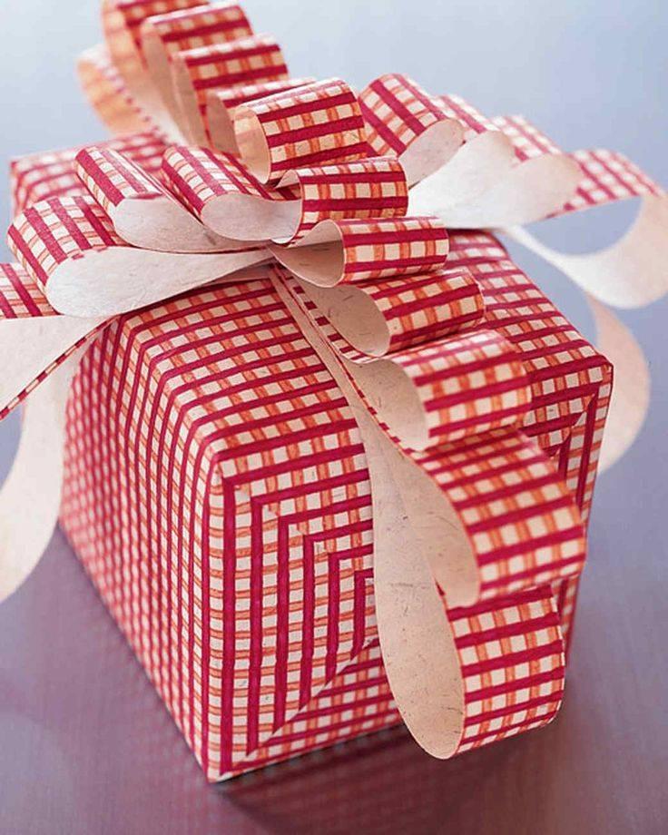 Как упаковать подарок: в бумагу, в пленку, в коробке, своими руками.