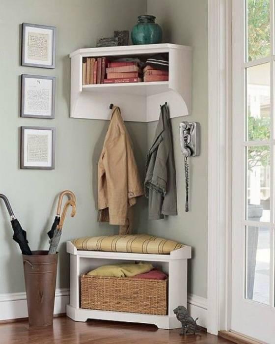 Полка в прихожую (56 фото): настенная и навесная полочка в коридор для головных уборов и ключей с вешалкой