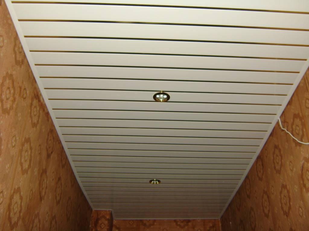 Плюсы и минусы пластикового потолка в коридоре