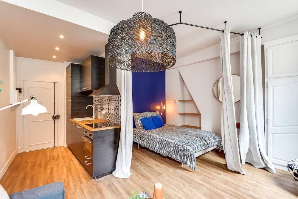 22 варианта как разделить гостиную и спальня: совмещение и зонирование в одной комнате, дизайн