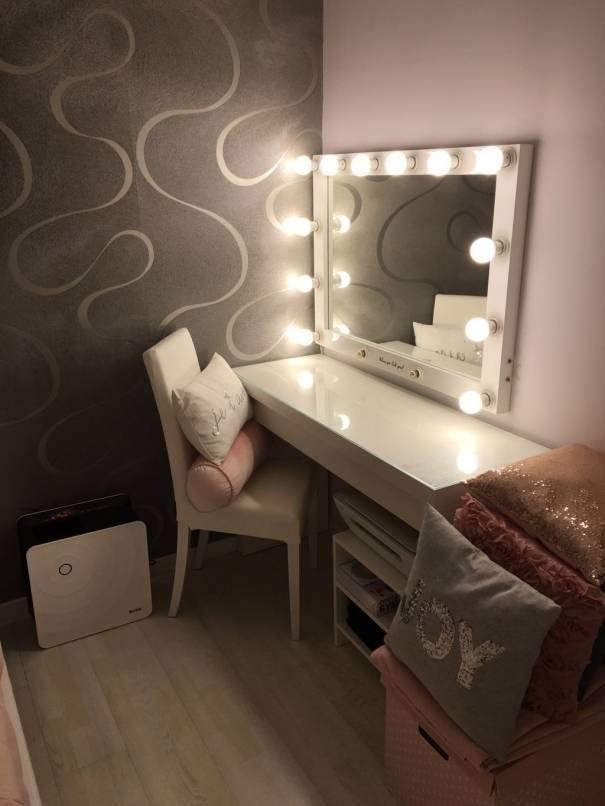 Комод с зеркалом представлен на фото, чтобы помочь выбрать красивый вариант