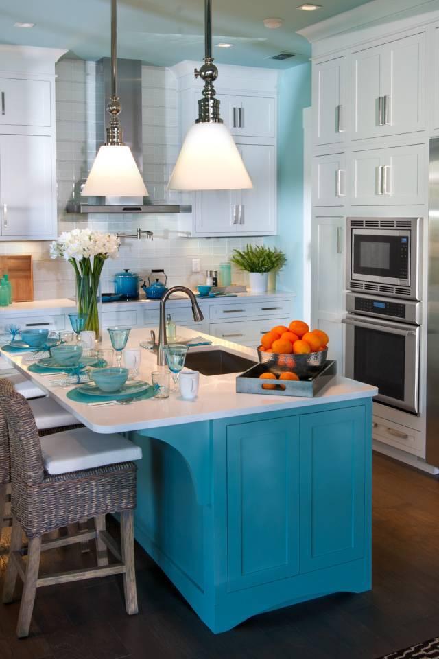 Голубая кухня (47 фото): гарнитур в голубых тонах в интерьере, обзор кухни в светло-голубом и желто-голубом, коричнево-голубом и других цветах