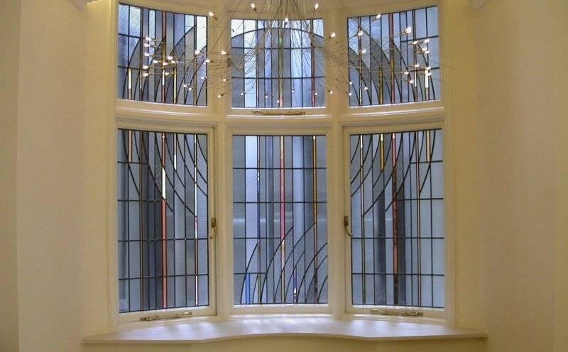 Витражные двери (62 фото): пластиковые раздвижные межкомнатные перегородки из стекла с витражами