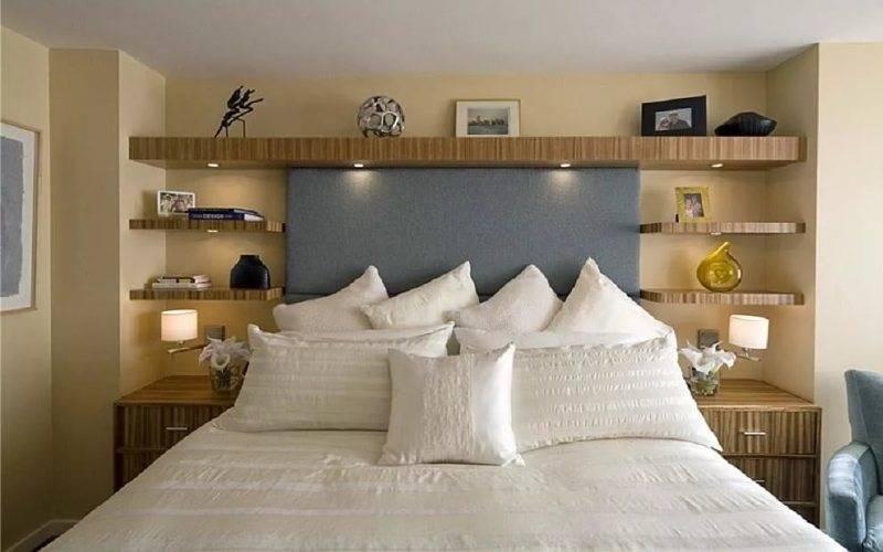 Полки над кроватью в спальн, фото на какой высоте и как можно повесить полки