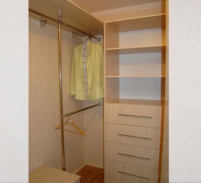 Гардеробная из кладовки: как сделать и обустроить комнату?