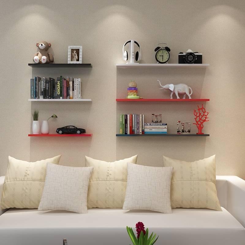 Современные полки в интерьере гостиной — 50 фото вариантов