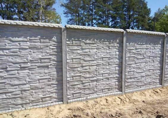 Забор из бетонных панелей (плит)