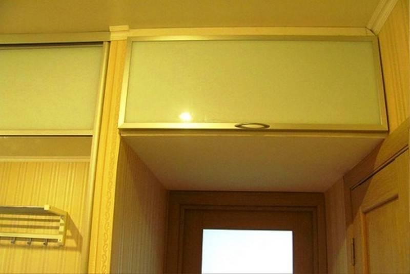 Антресоль своими руками (30 фото): установка антресольных петель и монтаж антресоли к стене. как ее сделать и повесить на шкаф?