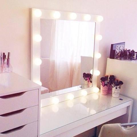 Комод с зеркалом в спальню - особенности | фото