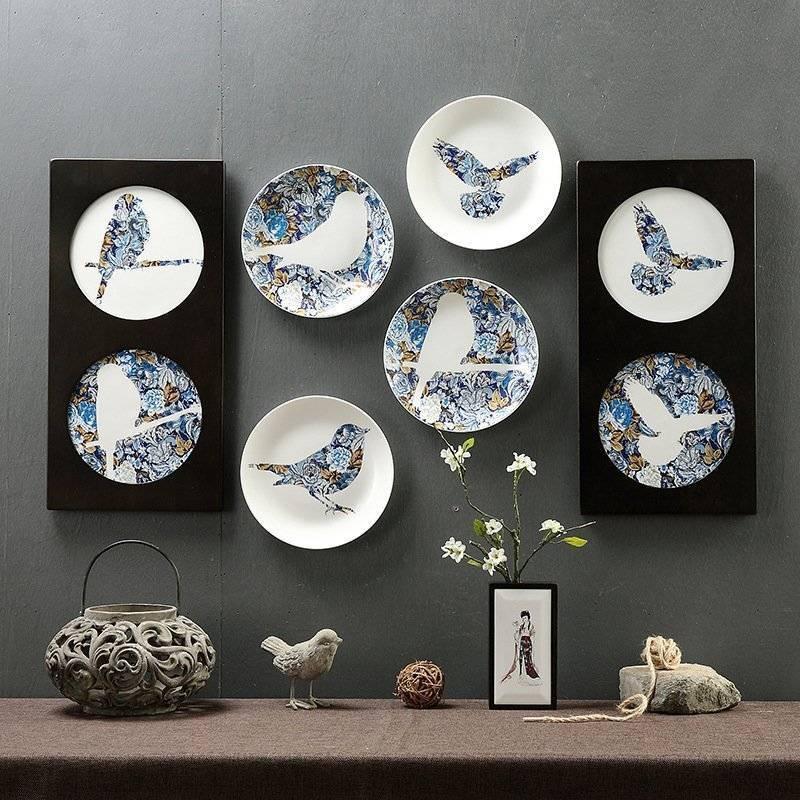 Декоративные тарелки на стене +75 фото украшения своими руками