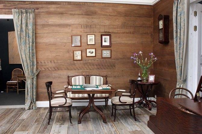 Амбарная доска (39 фото): применение в интерьере, отделка мебели и двери, стол, ламинат и другие изделия, текстура амбарной доски