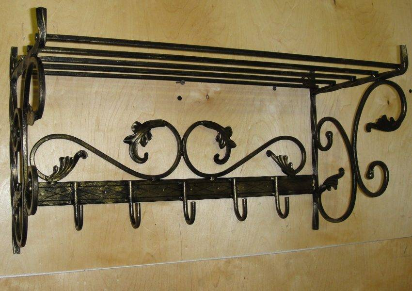 Настенные вешалки в прихожую (87 фото): белая и черная для одежды в коридор, выбираем оригинальные модели с полкой на стену