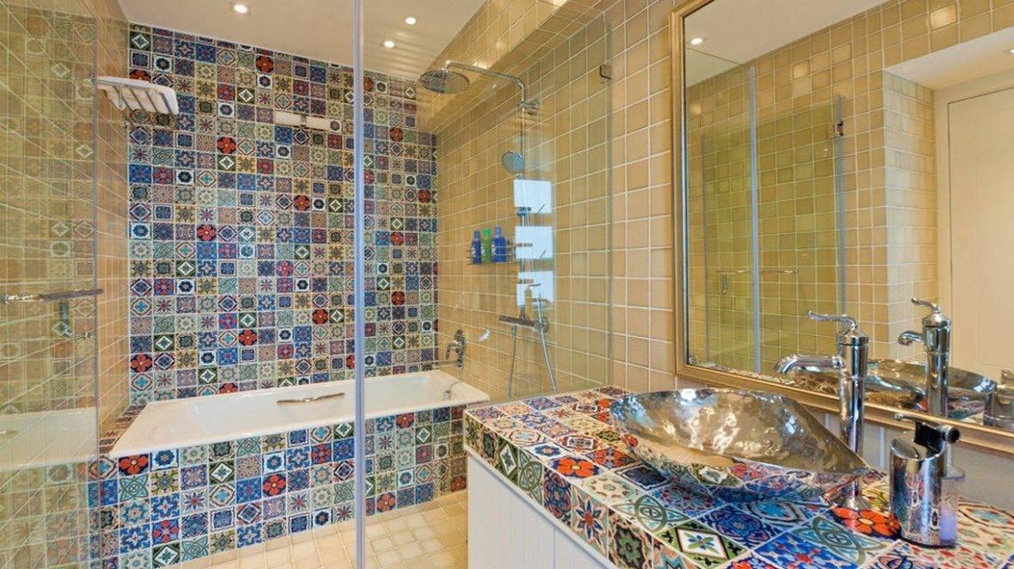 Отделка ванной комнаты плиткой (122 фото): варианты дизайна. примеры комнат, отделанных плиткой. как можно ее выложить?