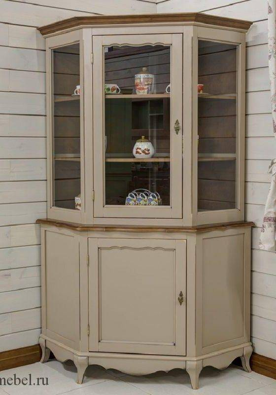 Угловой шкаф в гостиную (65 фото): зал в современном стиле с угловым шкафом, идеи дизайна интерьера со стеклянным шкафом в углу, красивая барная модель в маленькую гостиную