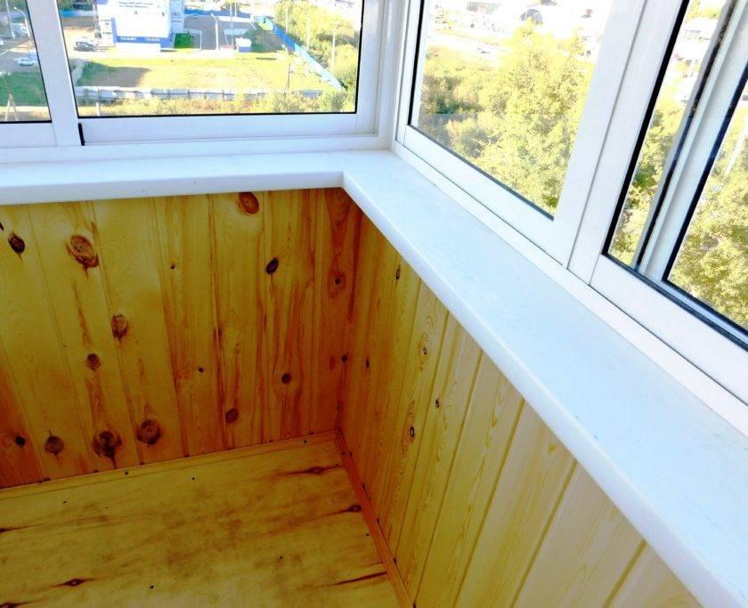 Обшивка балкона вагонкой (66 фото): особенности отделки евровагонкой и деревянной вагонкой, варианты дизайна обшитого балкона