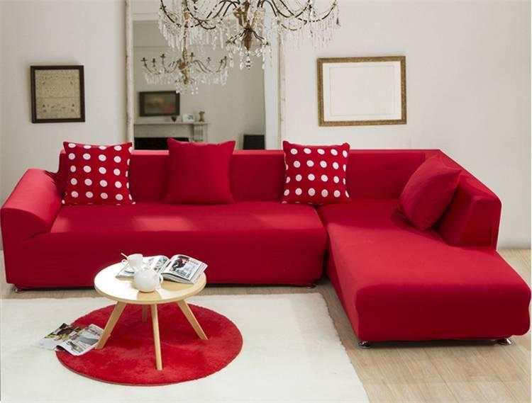 Красный диван в интерьере - фото