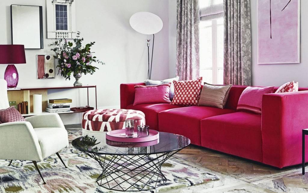 Красный диван в интерьере. 29 фото и варианты сочетаний