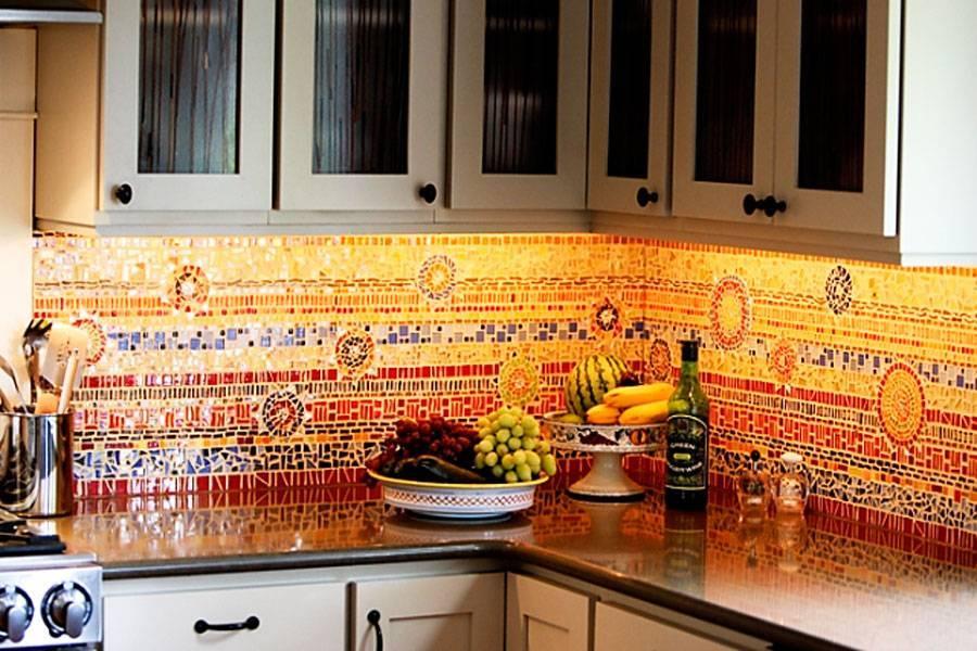 Какой фартук лучше выбрать для белой кухни: 30 вариантов с фото