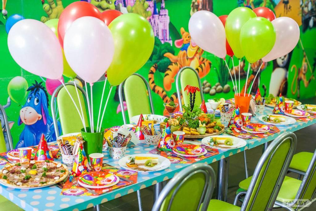 Сервировка стола на день рождения: 80 фото, идеи и эконом-решения