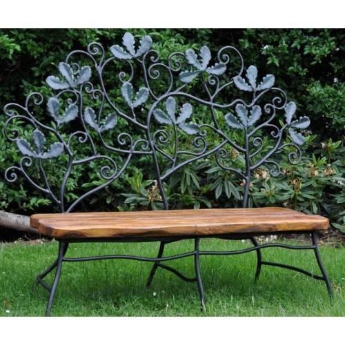 Использование кованых скамеек и другой мебели в дизайне сада