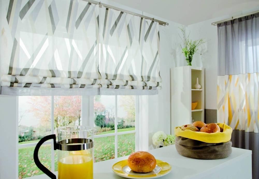 Окна для кухни в современном стиле: как грамотно оформить, чем отделать потолок и стены, какой декор использовать, какие обои выбрать, готовые интерьеры на фото