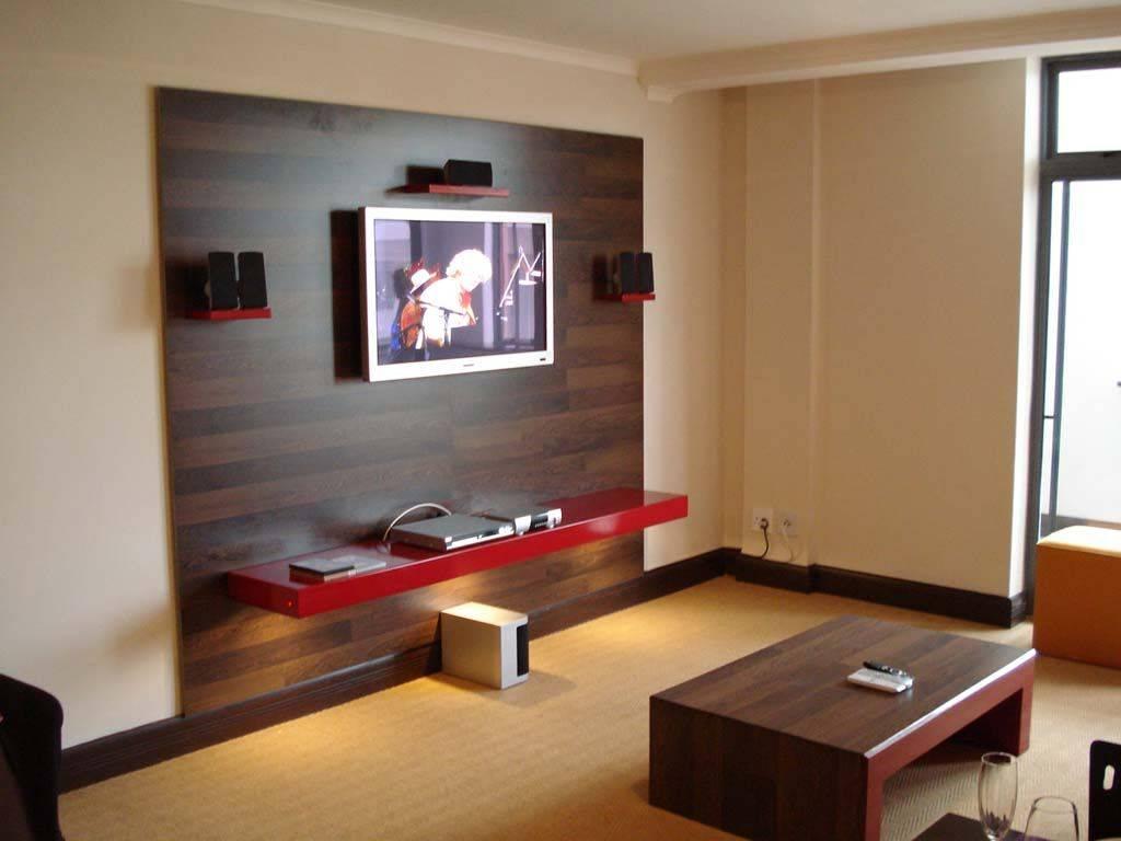 На какой высоте вешать телевизор на стену в гостиной, спальне, на кухне