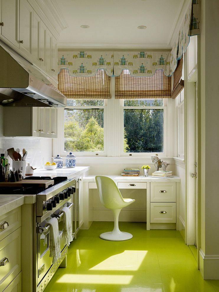 Кухня с окном (68 фото): дизайн кухни с большими панорамными окнами и кухонный интерьер с витражными окнами, другие варианты