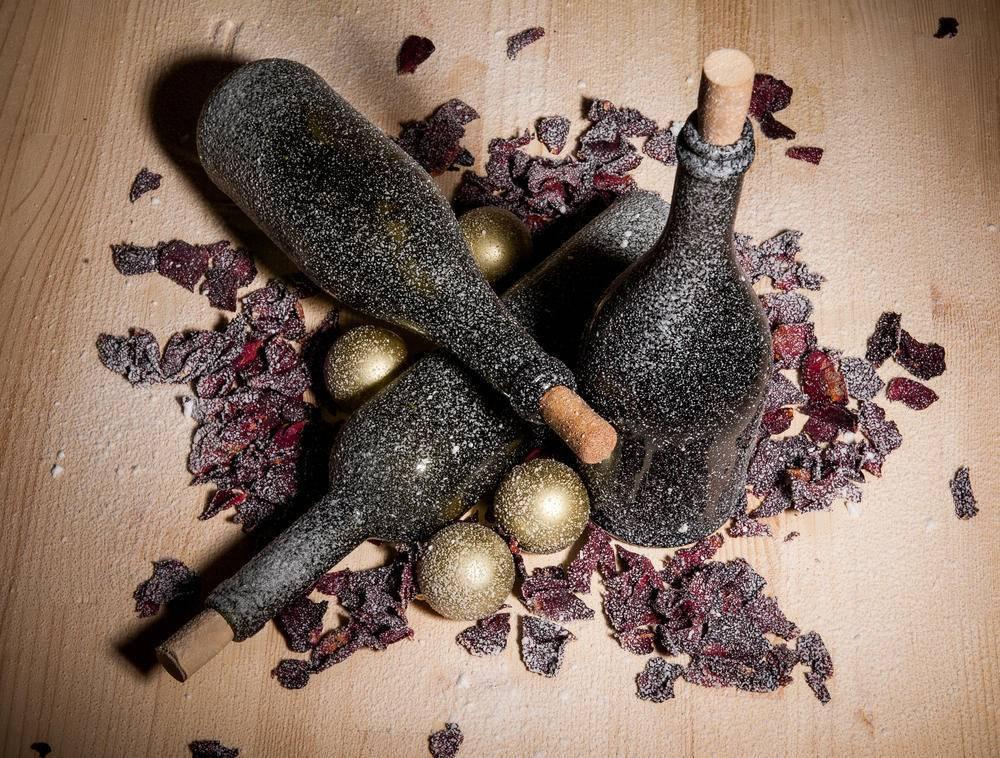 Декор бутылок своими руками: 10 красивых идей, как сделать пошагово (фото и видео)