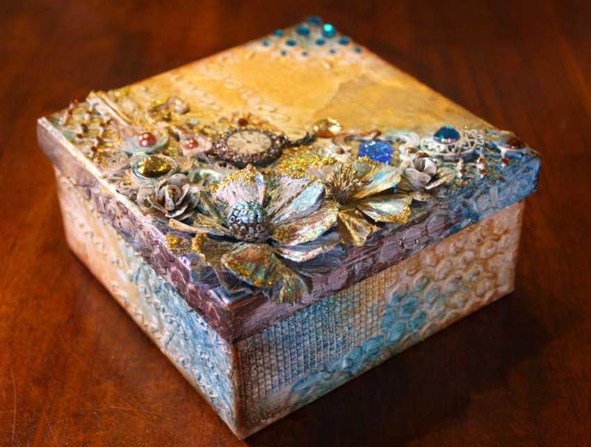 Как можно оригинально украсить шкатулку