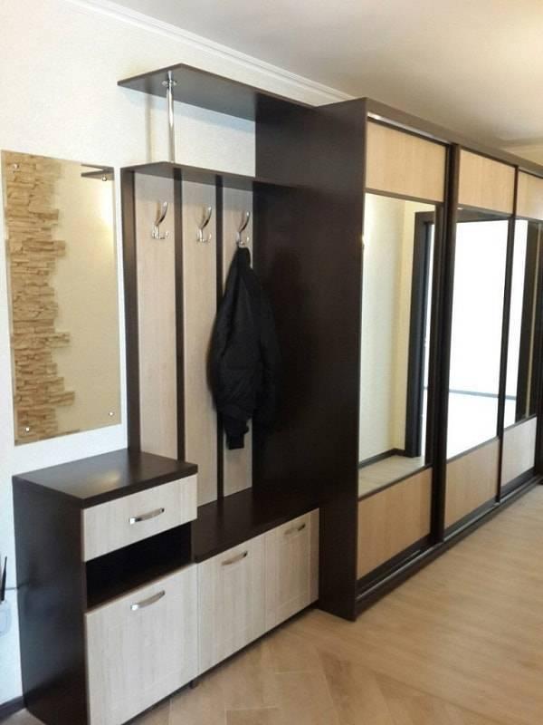 Шкаф-купе в коридор (76 фото): встроенные и угловые модели, дизайн узкой модели для длинного коридора