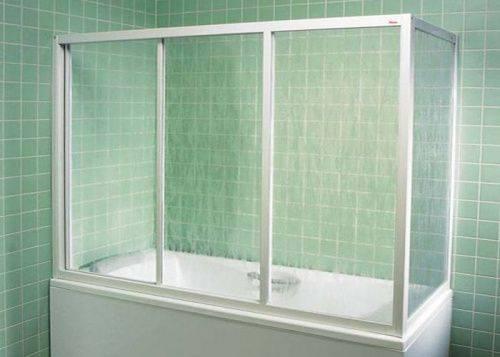 Новый стиль ванной комнаты: душевые ширмы из стекла при отсутствии поддона.