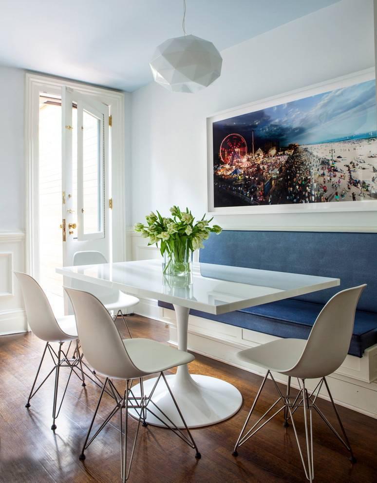 Варианты оформления стены возле стола на кухне