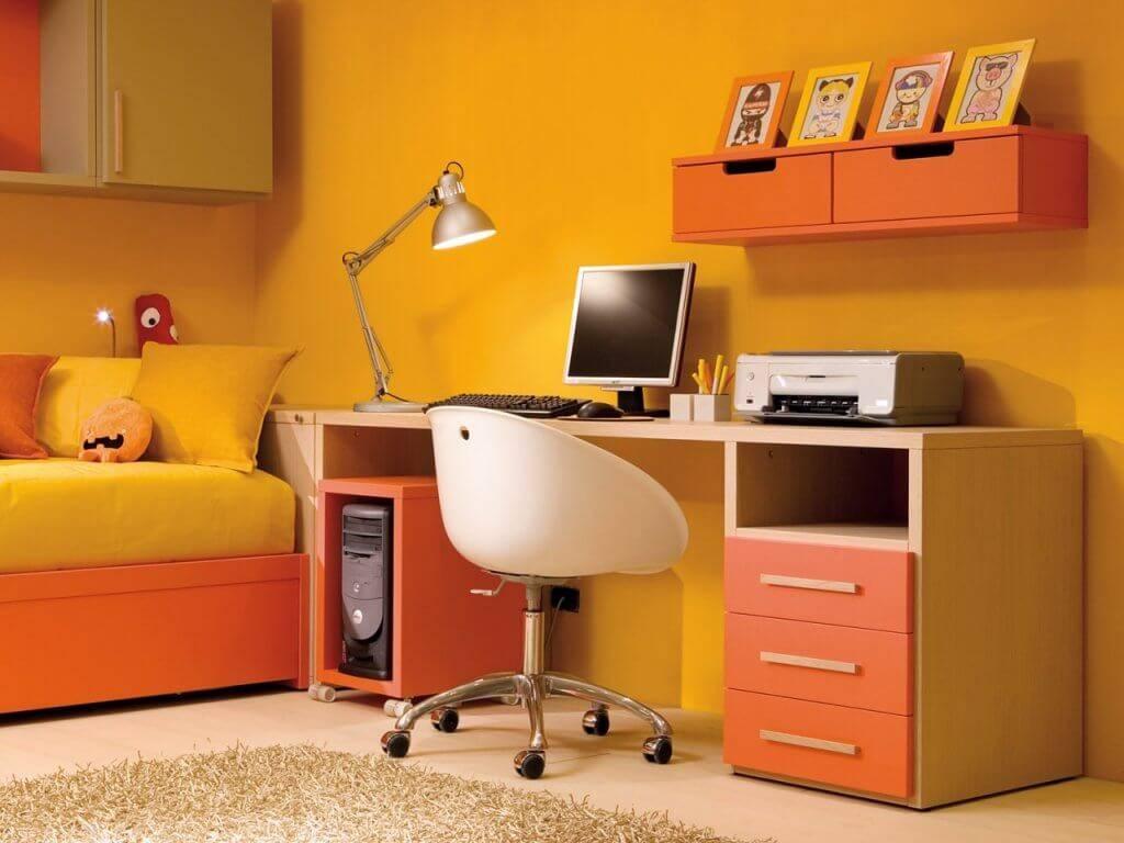 Стол для детей (44 фото): оптимальная высота письменной модели с надстройкой для школьника, интерактивный вариант в детскую комнату