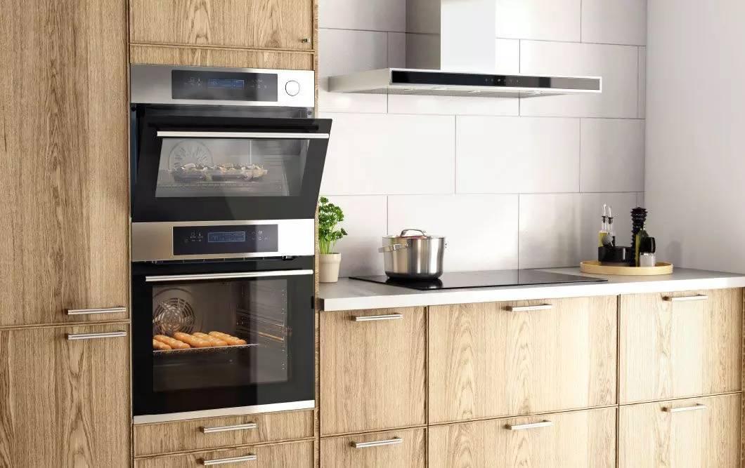 Кухни со встроенной техникой (52 фото): дизайн и размеры кухонных гарнитуров со встроенной духовкой и другой бытовой техникой