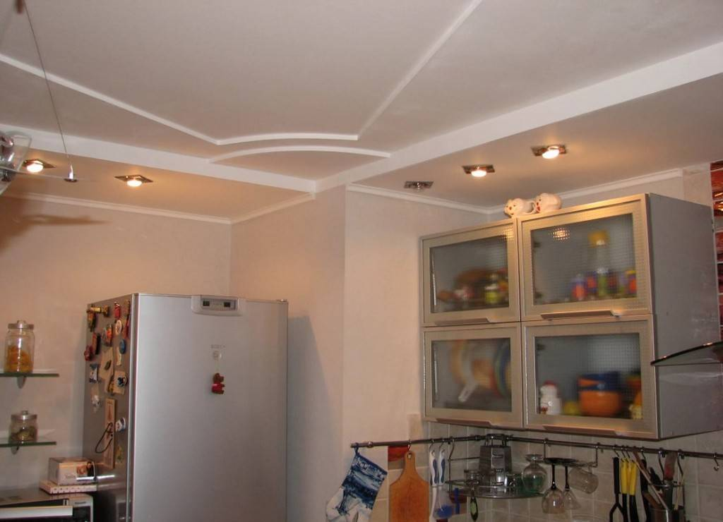 Потолки из гипсокартона на кухне, их виды и дизайн
