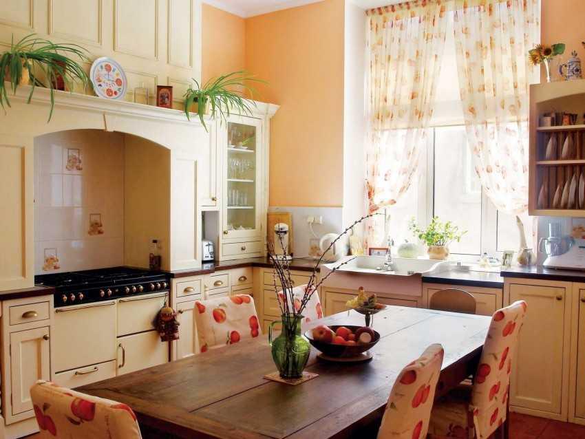 Современный декор и оформление окна на кухне