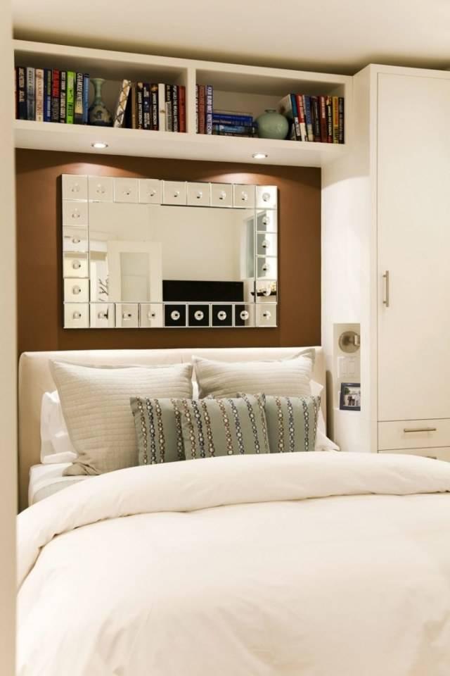 Полки вокруг кровати, какие материалы наиболее практичны, способы декора