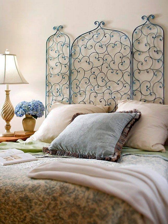 Что повесить над кроватью в спальне? 64 фото как оформить стену панно и украсить обоями? оформление с помощью постера, молдинга и другого декора