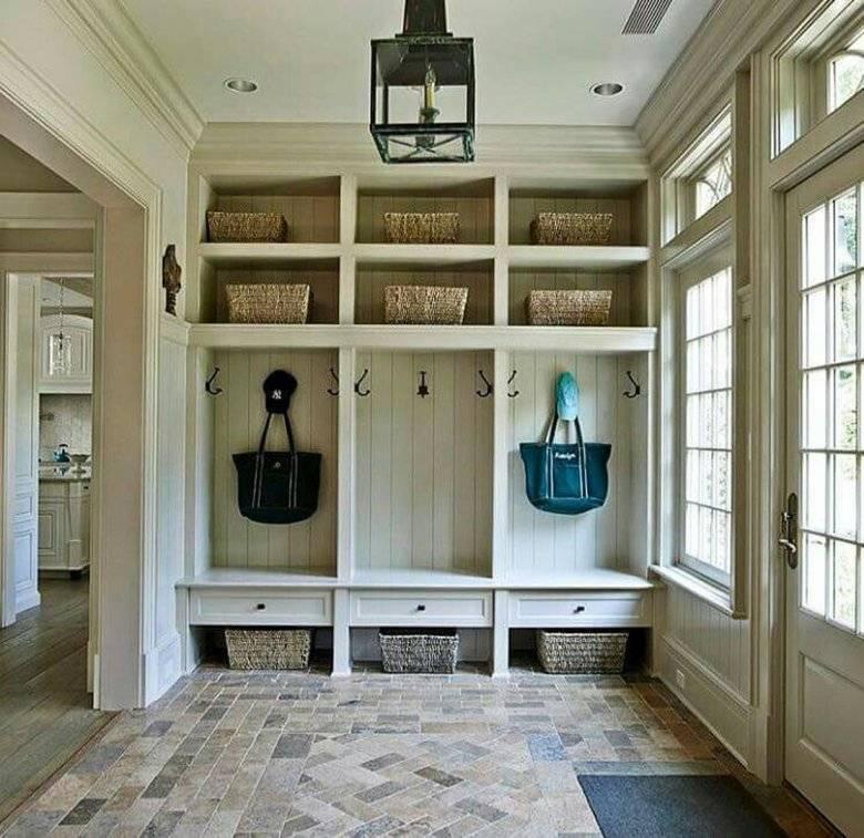 Дизайн прихожей в частном доме (90 фото): идеи в интерьере, отделка стен и оформление лестницы, планировка маленькой прихожей с окном