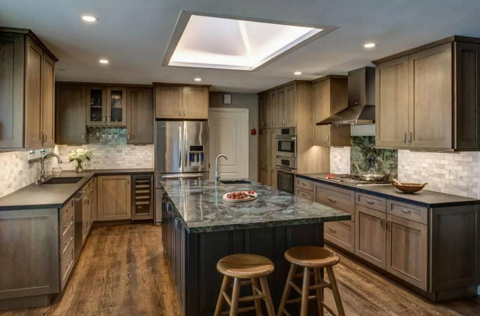 Г-образная планировка кухни: выбираем варианты расположения мебели правильно