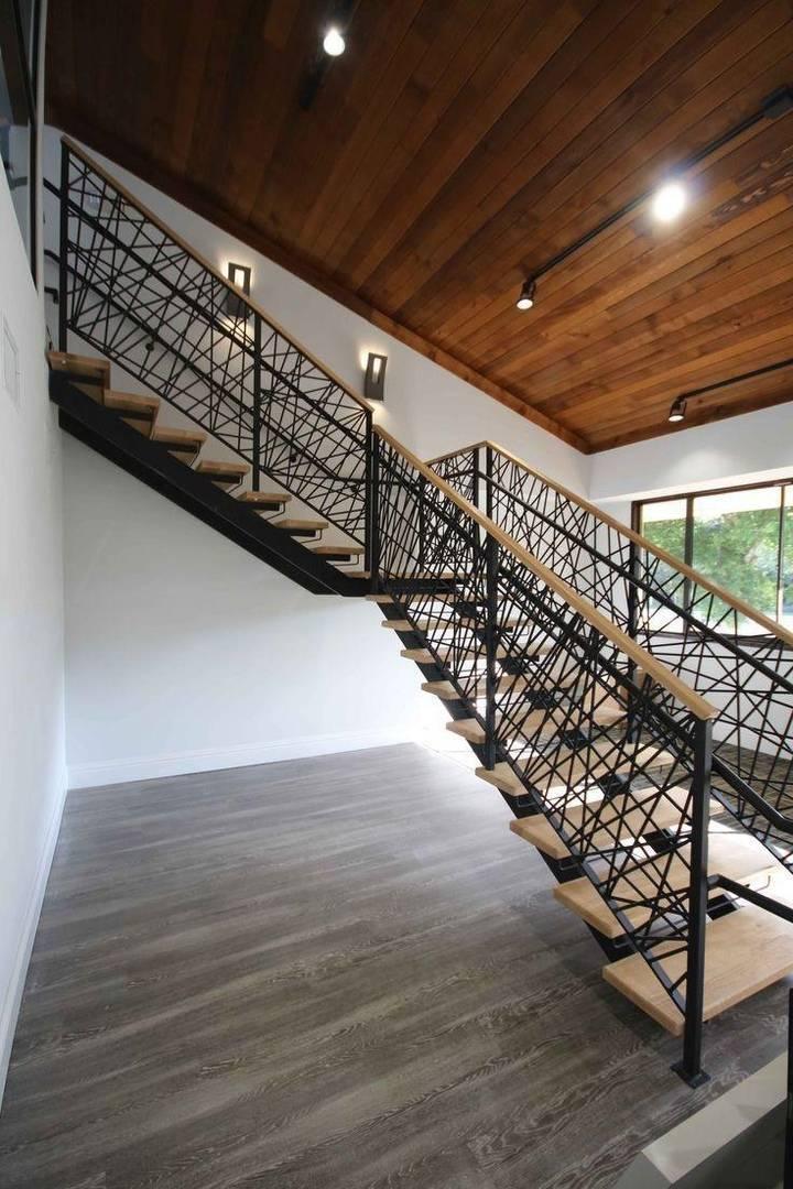 Перила на лестницу из металла (58 фото): металлические лестничные ограждения, сварные варианты из профильной трубы