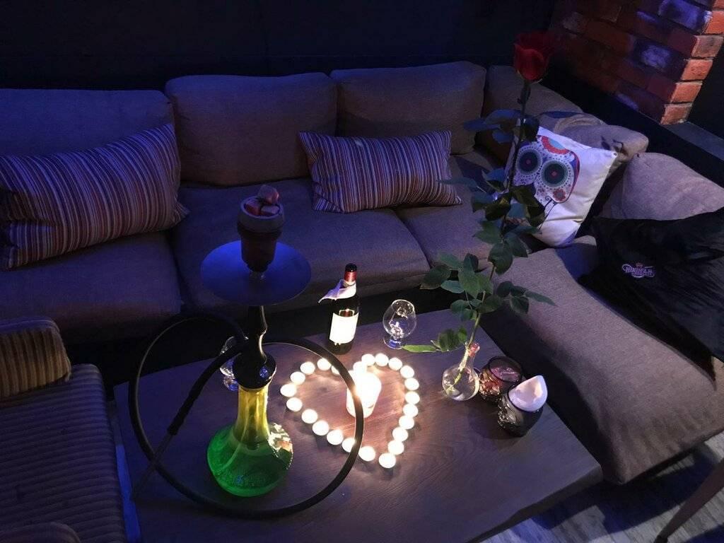 Советы по подготовке романтического вечера со своим парнем в домашней обстановке.